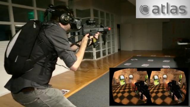 мужчина в шлеме виртуальной реальности